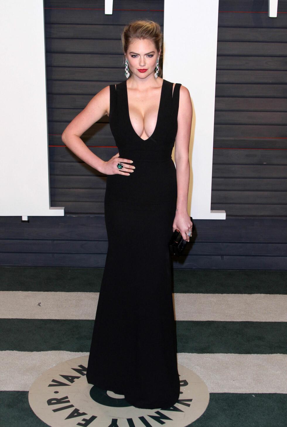 VISTE KLØFT: Kate Upton hadde kveldens dypeste utringning. Her er hun på Vanity Fair-festen natt til mandag.  Foto: wenn.com