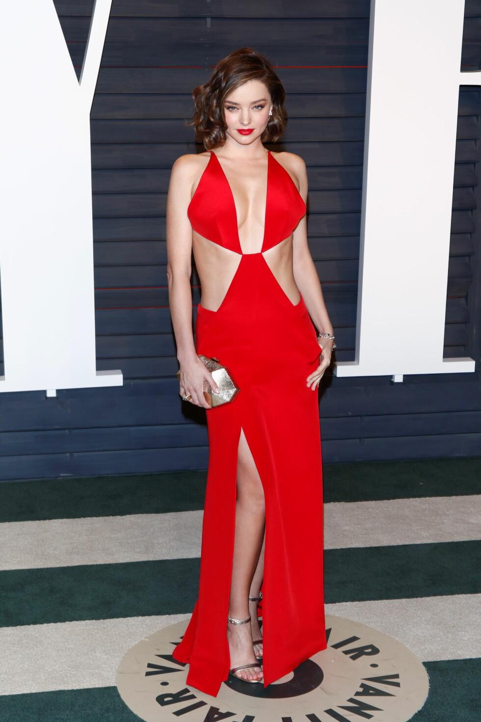 BLIKKFANG: Miranda Kerr strålte i en frekk kjole fra Kaufmanfranco.  Foto: DPA