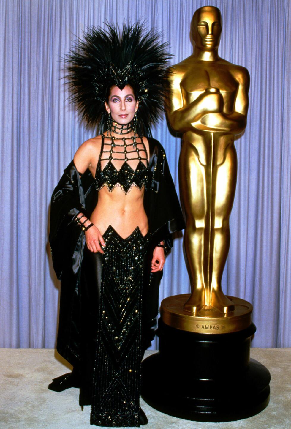 I 1986: Antrekket til sangstjernen Cher var vanvittig på alle tenkelige måter for nesten 30 år siden!  Foto: Insight media/All Over Press