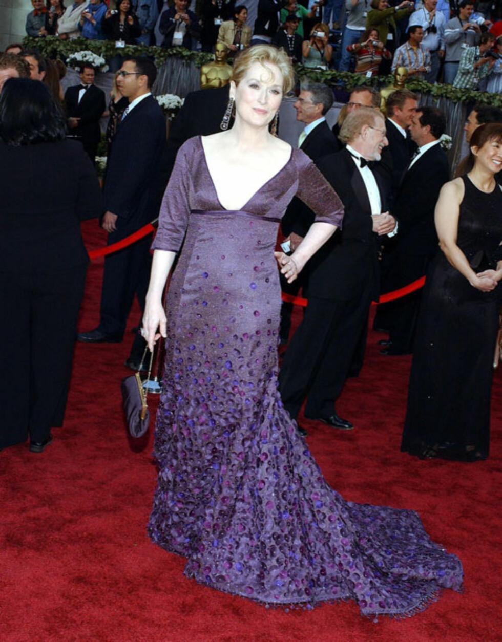 UHELIDG: Meryl Streep bærer sine 61 år med stil, men i 2006 så hun tantete og formløs ut i denne kreasjonen.  Foto: Stella Pictures
