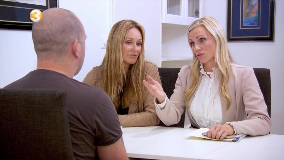 OPPGITT: «Luksusfellen»-ekspertene Cecilie Lynum og Silje Sandmæl mener at Marcus må ta tak i livet og økonomien sin. 24-åringen innrømmer at han har vært tafatt, men fastslår at det herved er slutt på det.  Foto: TV3