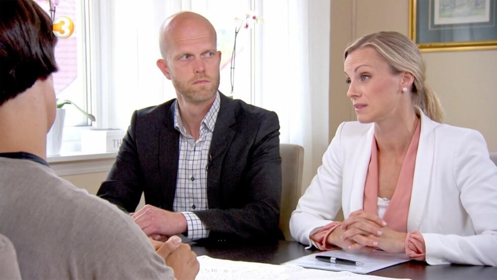 ØKONOMI-EKSPERTER: Silje Sandmæl og Hallgeir Kvadsheim hjelper nordmenn ut av økonomisk uføre i TV3-programmet «Luksusfellen».  Foto: TV3