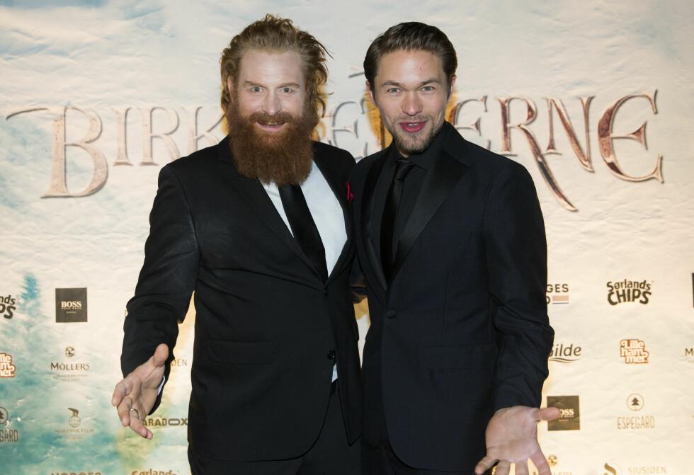 GLEDET SEG STORT: Kristofer Hivju og Jakob Oftebro var stolte over å kunne vise frem «Birkebeinerne» på kino. Filmen er allerede solgt til 60 land! Foto: NTB scanpix