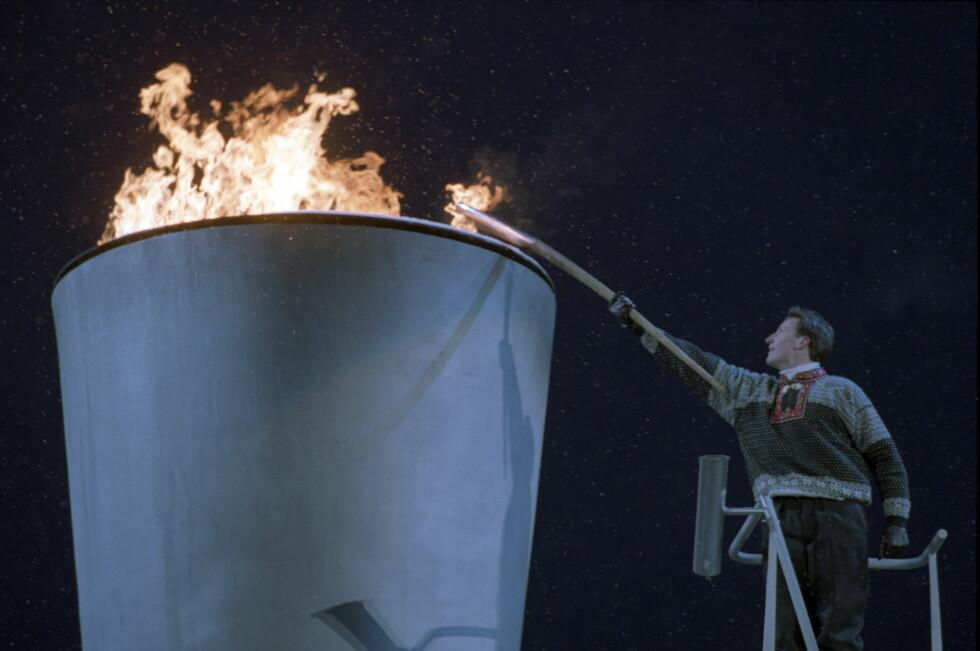 TENTE OL-ILDEN I 1994: Kronprins Haakon fikk det ærefulle oppdraget med å tenne OL-ilden på Lillehammer i 1994. Foto: NTB scanpix