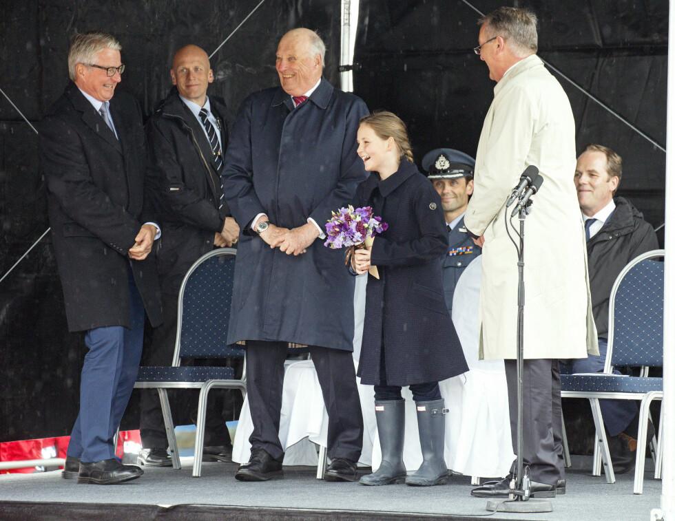 PÅ JOBB: Prinsessen døpte redningsskøyta Elias, og bestefar Harald var stolt tilskuer.  Foto: Andreas Fadum