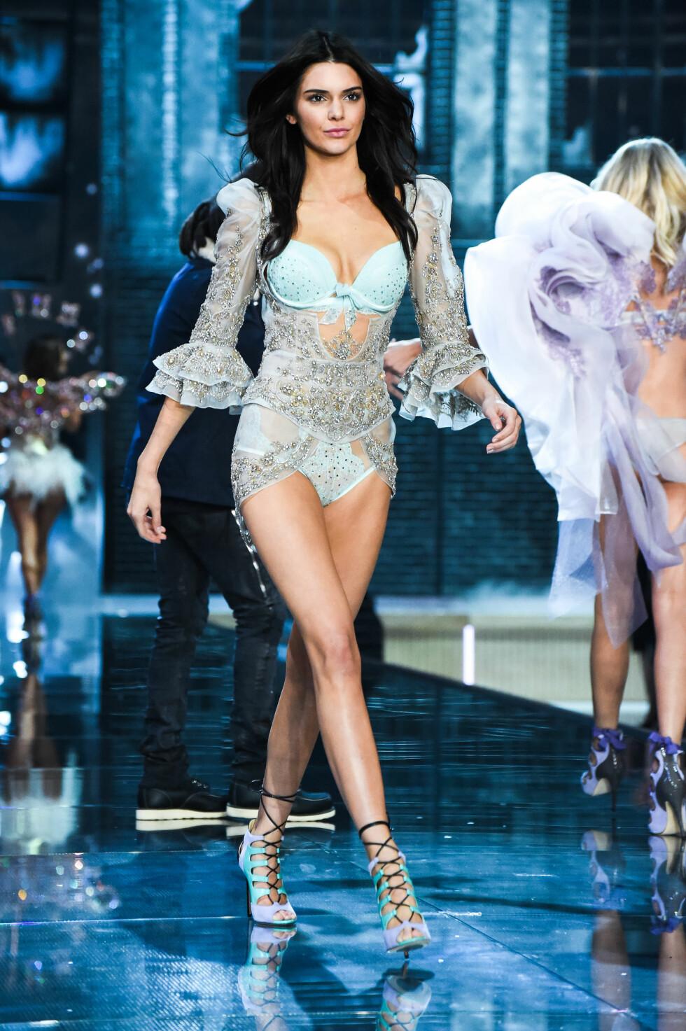 ANNERKJENT: Kendall Jenner er blant verdens mest ettertraktede modeller. Her gikk hun under Victoria's Secret Fashion Show i november.  Foto: SipaUSA