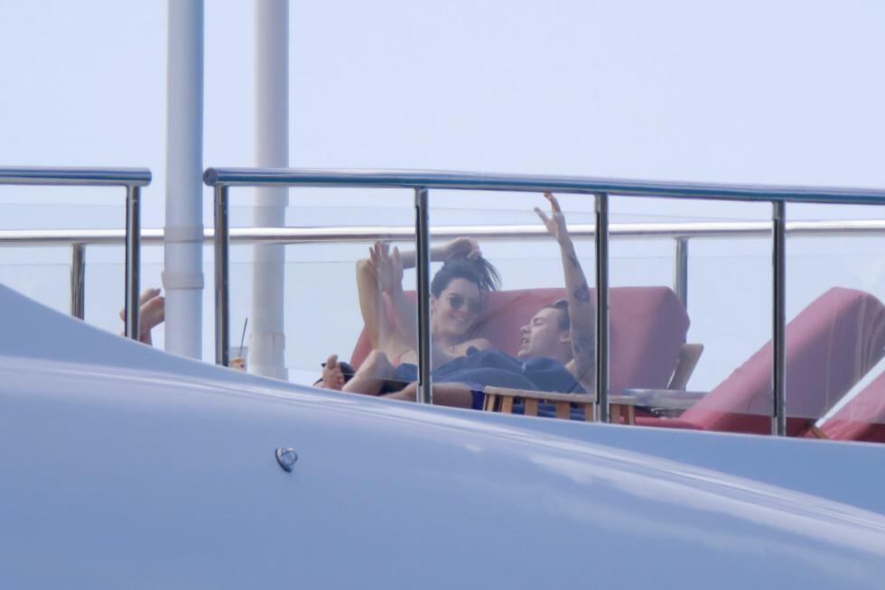VAR PÅ FERIE SAMMEN: Rett etter nyttår ble Kendall Jenner og Harry Styles avbildet på het badeferie sammen. Foto: Splash News