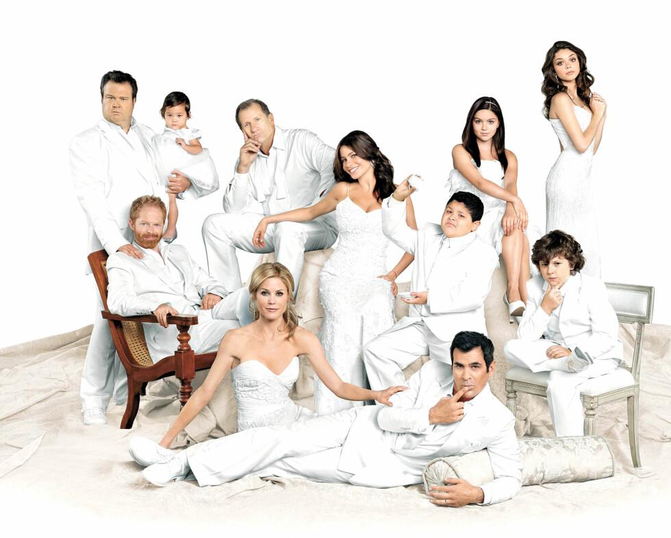 TV-FJES: I syv år har En moderne familie gått på TV. TV-serien har vunnet flere Emmy- og Golden globe awards. Her er Sofia Vergara sammen med resten av kollegaene i 2012.  Foto: NTB Scanpix