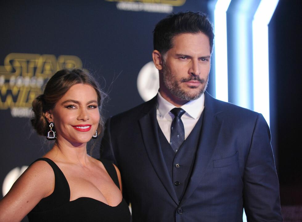 LYKKELIG GIFT: Sofia Vergara og ektemannen Joe Maganiello er et av Hollywoods hotteste par. Her er de på premieren av Star Wars: The Force Awakens i Los Angeles. Foto: Pa Photos