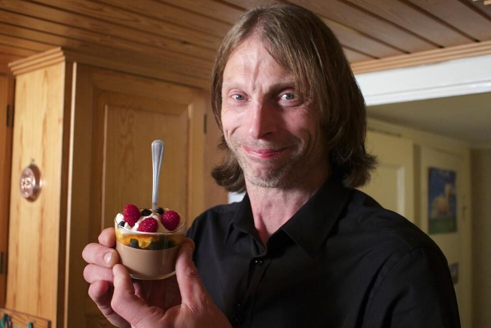 INVITERTE TIL SVERIGE: Torsdag var den svenske TV-stjernen Ola-Conny Wallgren som sto for matlagingen.  Foto: TVNorge