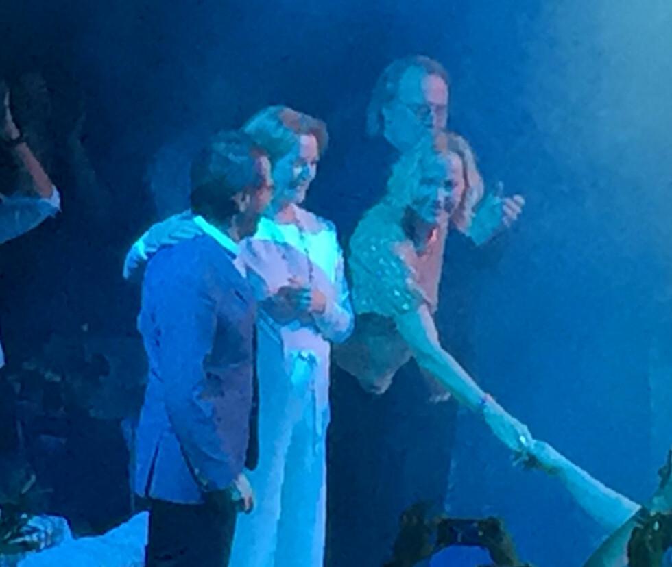 HJERTELIG GJENSYN: ABBA-medlemmene Björn Ulvaeus,  Anni-Frid Lyngstad,  Agnetha Fältskog og Benny Andersson ble onsdag gjenforent under premieren på musikalen «Mamma Mia The Party» i Stockholm.  Foto: Niklas Långström / TT