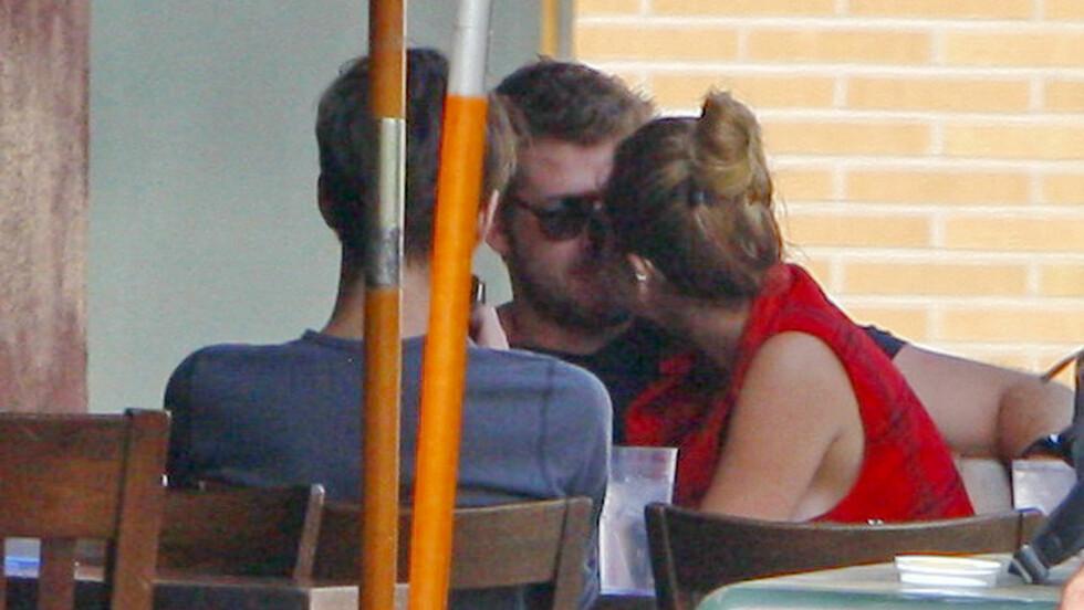 HET STEMNING: Miley Cyrus og Liam Hemsworth la ikke skjul på sine følelser for hverandre forrige gang de var i et forhold. Her er de avbildet i 2012. Foto: © infusla-52/INFphoto.com/Corbis