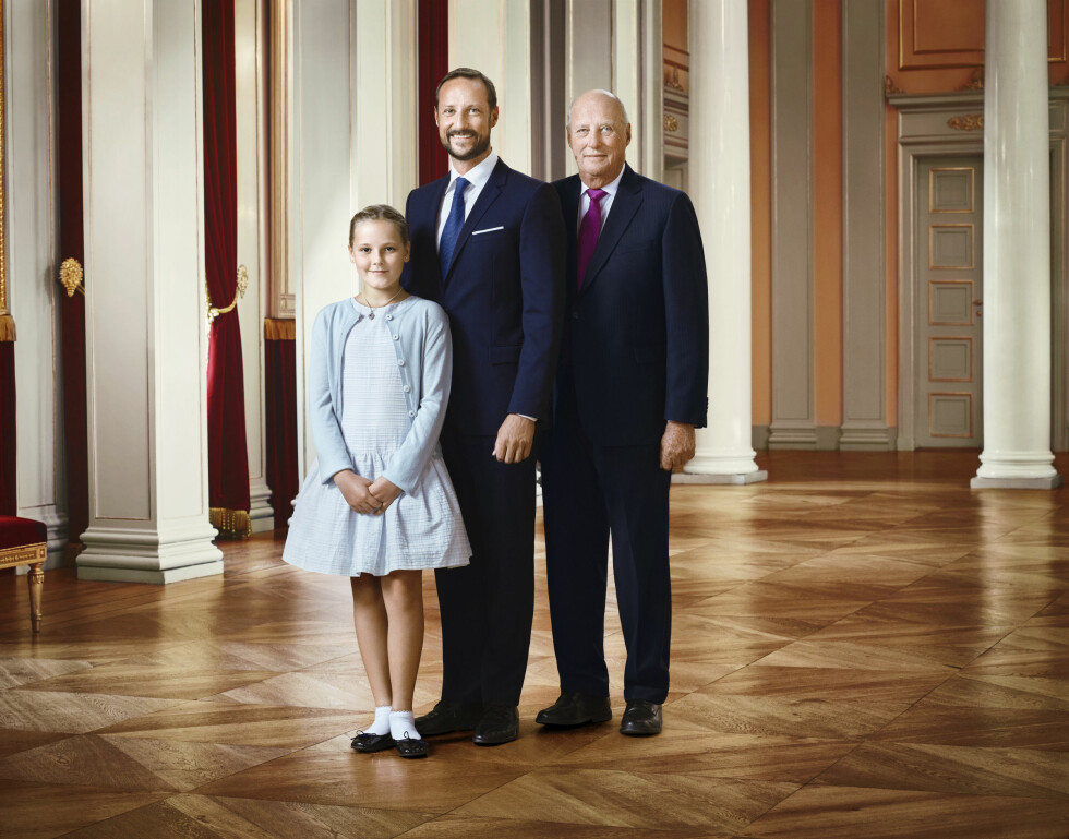25 ÅR: Arverekken i det norske kongehuset: Prinsesse Ingrid Alexandra, kronprins Haakon og kong Harald. Foto: NTB scanpix