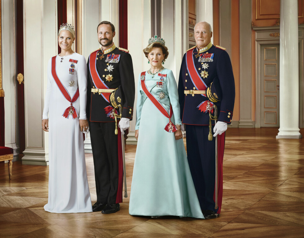 25 ÅR: Kronprinsesse Mette Marit, kronprins Haakon, dronning Sonja og kong Harald. Foto: NTB scanpix