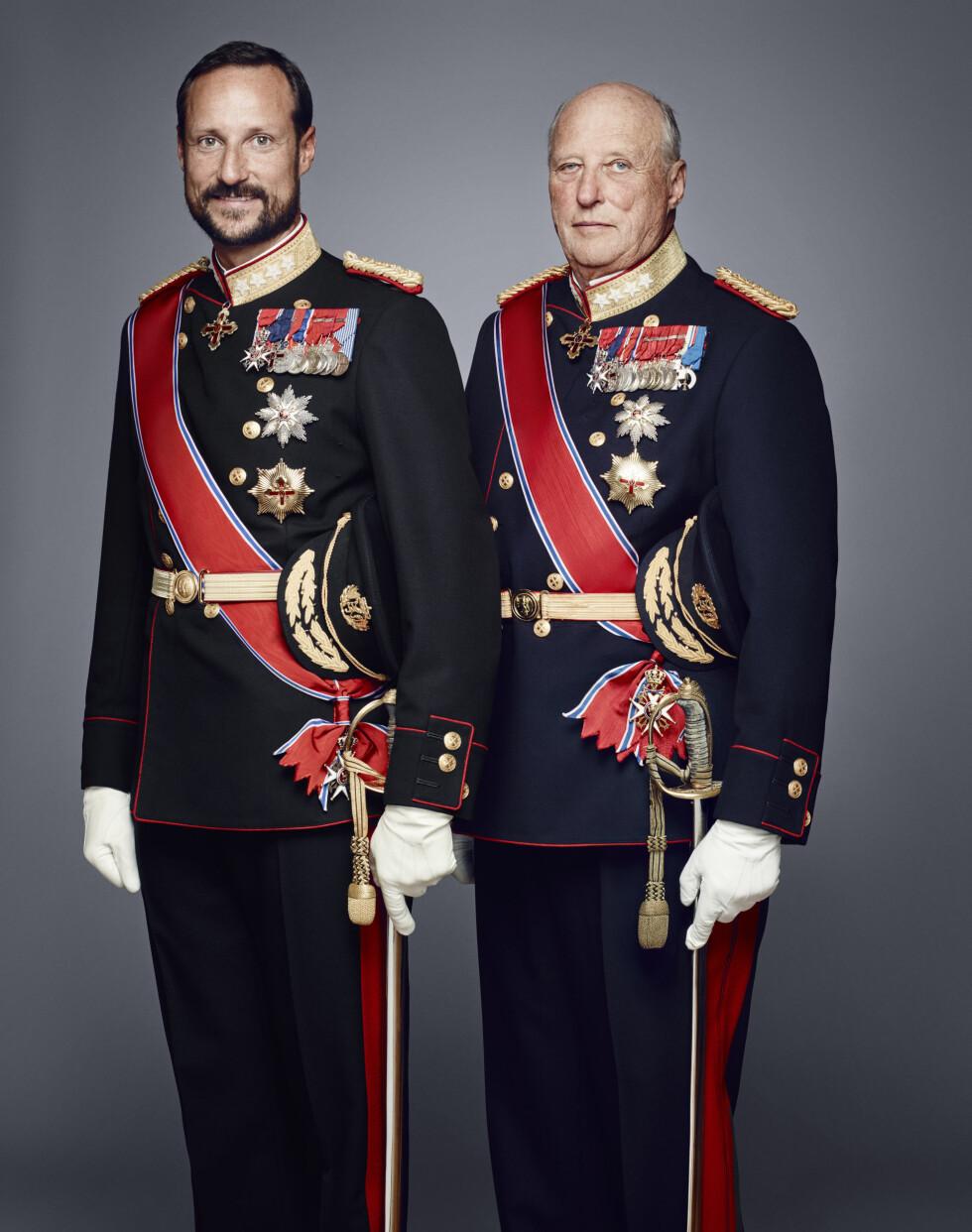 25 ÅR: Kronprins Haakon og kong Harald. Foto: NTB scanpix