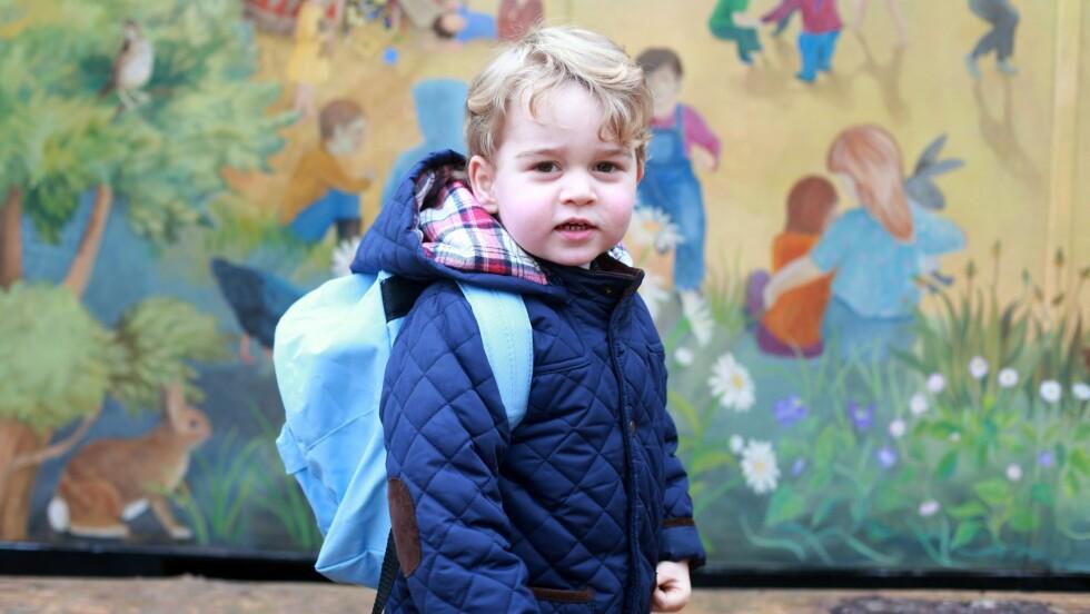 STOR GUTT: Prins George poserte velvillig da mamma Kate var fotograf første dag i barnehagen. Foto: NTB Scanpix