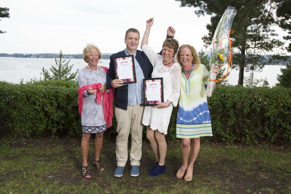 ÅRETS SLANKERE: Sveinung Matre ble hedret som Årets Mannlige Slanker, og fikk sitt diplom av Jeanette og Grete Roede. Vigdis Jensen (50) fra Tistedal ble Årets Kvinnelige Slanker.  Foto: MORTEN EIK/SE OG HØR