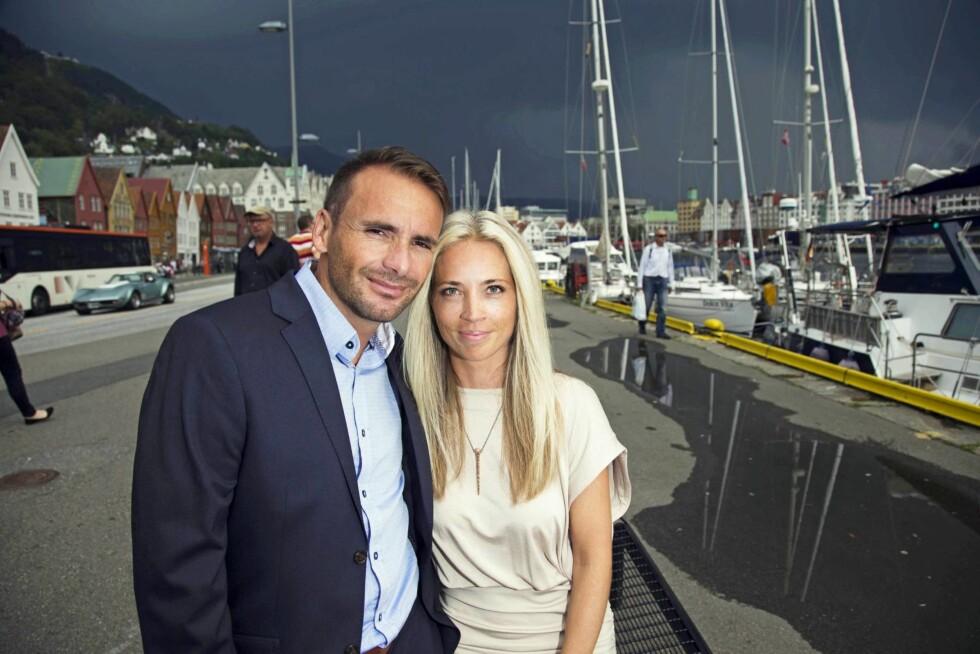 FORLOVET: Etter bruddet fra Liv Grete Skjelbreid i 2013, fant Raphael Poiree (41) lykken med Bergenskvinnen Anne Tures (40). I mai ble det kjent at de har forlovet seg.  – Raphaël er veldig snill, omtenksom og ikke minst en meget flott 40-åring. Jeg er veldig glad han er en del av mitt liv, har Tunes sagt til Se og Hør.  Foto: Se og Hør
