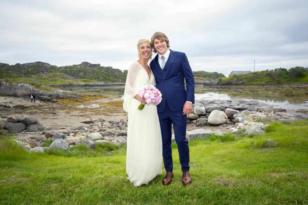 UTEBRYLLUP: I juli giftet skistjernen Kristin Størmer Steira (34) seg med den canadiske langrennsrøperen Devon Kershaw (32). Bryllupet foregikk utendørs i Lofoten.  - Jeg er veldig lykkelig, sier Kristin som strålte i brudekjole fra den norske kjendisdesigneren Leila Hafzi.  Foto: Espen Solli