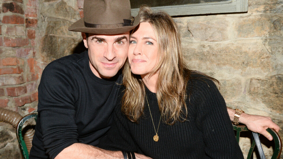 LYKKELIG GIFT: For fem måneder siden ga Jennifer Aniston og Justin Theroux hverandre sine ja etter å ha vært forlovet i tre år. Bildet av paret er tatt sist måned. Foto: SipaUSA