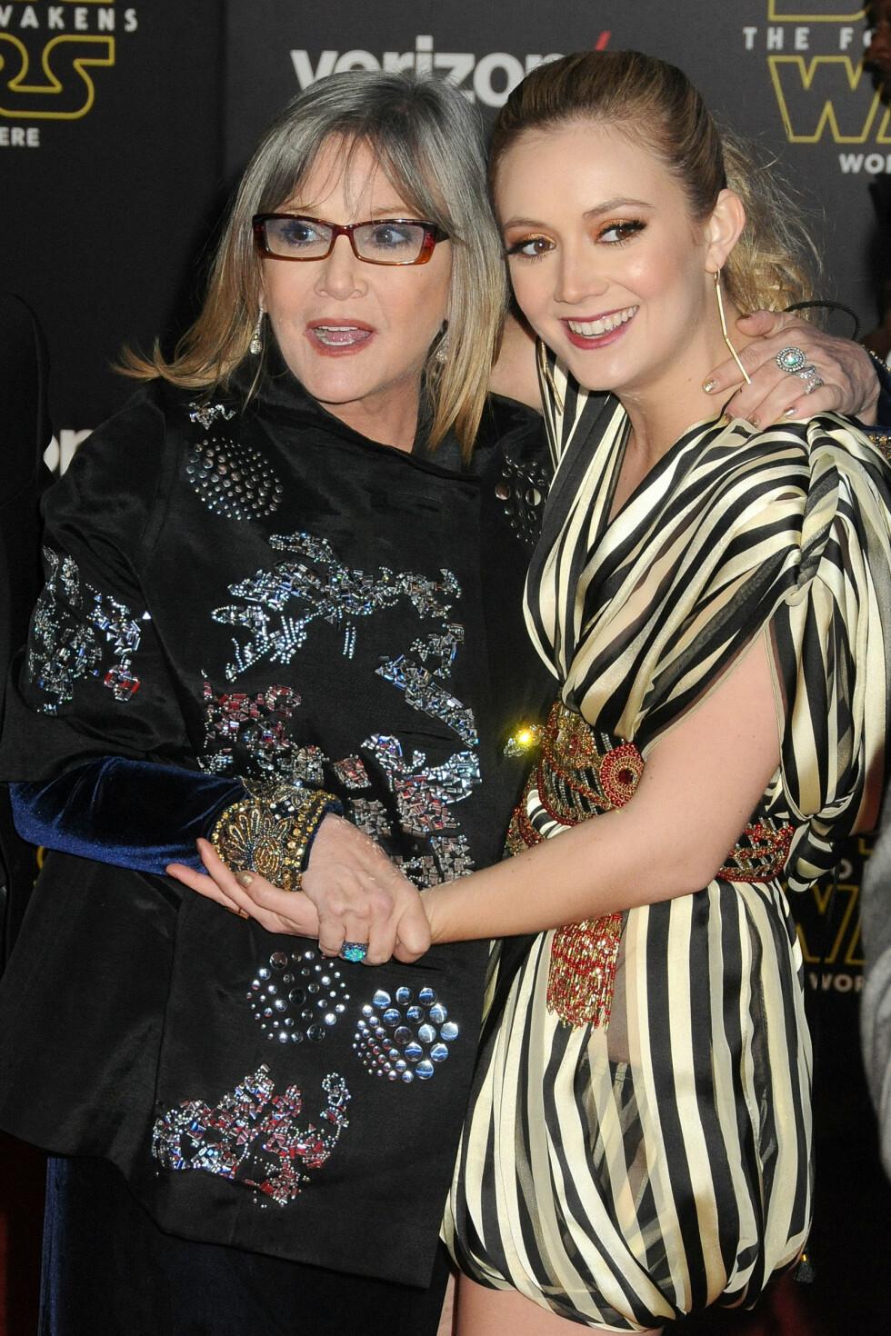 FAMILIEUTFLUKT: Carrie Fisher (prinsesse Leia) kom sammen med datteren Billie Catherine Lourd, som er kjent fra TV-serien «Scream Queens».  Foto: SipaUSA