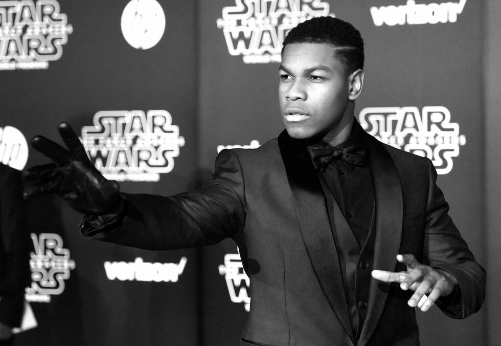 ABLEGØYER: Skuespiller John Boyega skapte overskrifter som historiens første fargede Stormtrooper. På verdenspremieren til «Star Wars: The Force Awakens» sørget han for å bli lagt merke til.  Foto: Afp