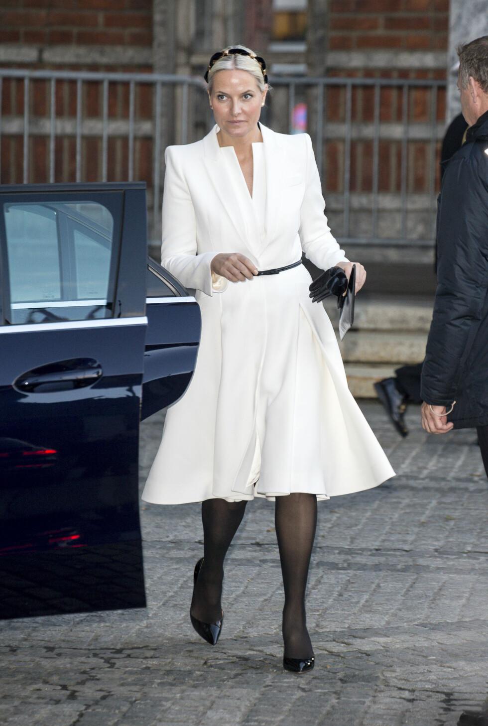 FLOTT KJOLE: Mette-Marit har tidligere brukt kjolen under dronning Margrethes 75-års feiring tidligere i år. Foto: Se og Hør, Andreas Fadum