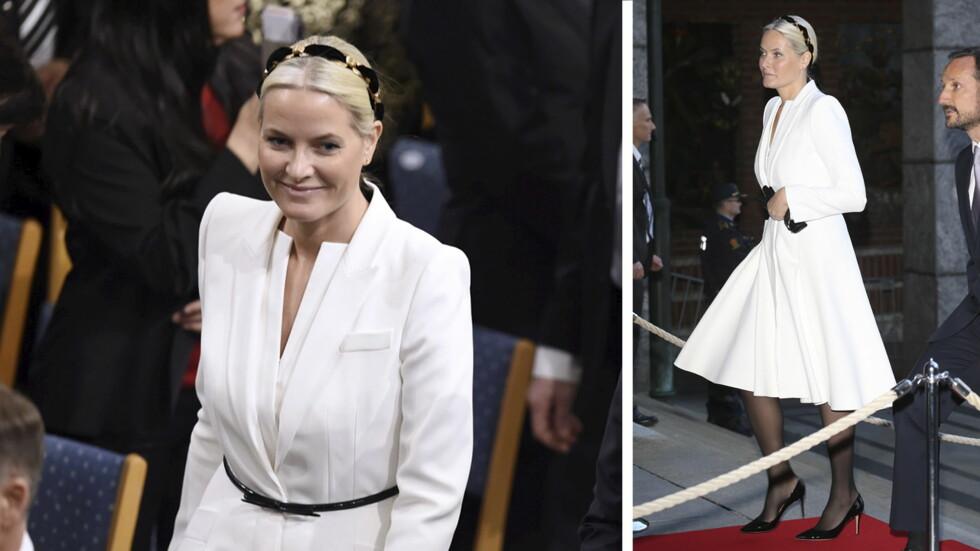 HVIT ELEGANSE: Kronprinsesse Mette-Marit var kledd i en lekker hvit kåpekjole, som vi også så i dronning Margrethes 75-årsdag. Den gang med rødt tilbehør, mens hun i dag valgte sort. Foto: Se og Hør, NTBscanpix