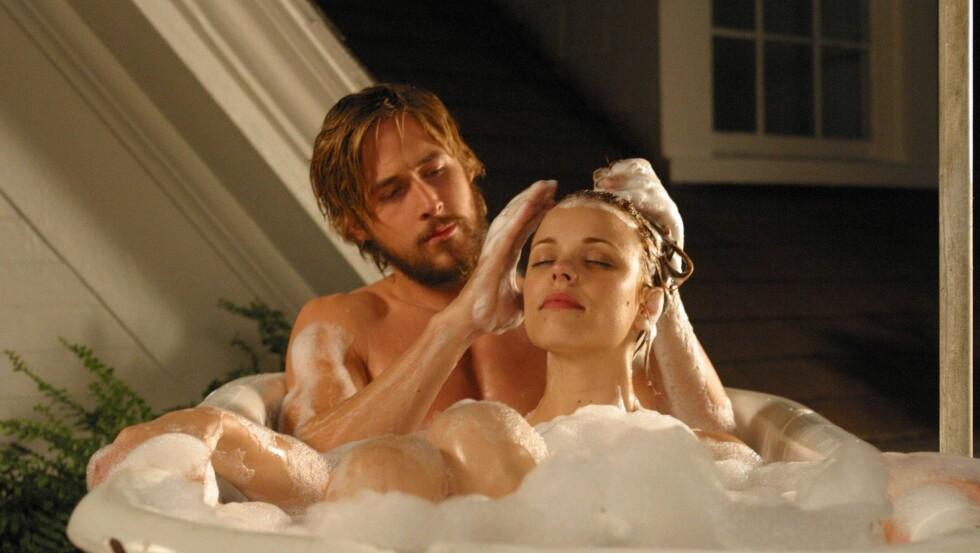 """SLO GJENNOM: Både Ryan Gosling og Rachel McAdams fikk sitt store gjennombrudd da de spilte det unge kjæresteparet Noah Calhoun og Allie Hamilton i """"The Notebook"""" i 2004. De ble også kjærester i etterkant."""