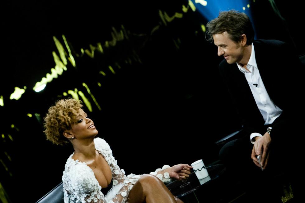 SUPERSTJERNE: «Skavlan» kan stadig skilte med verdenskjente gjester. I 2010 inntok popstjernen Rihanna en av stolene hos Fredrik Skavlan. 2. juli 2016 spiller hun på Telenor Arena sammen med The Weeknd og Big Sean. Foto: NTB scanpix