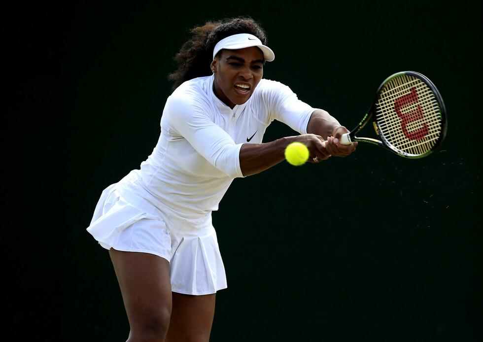 I BARE TRUSA: Tennisproffen Serena Williams er også å finne i neste års Pirelli-kalender. Foto: NTB Scanpix