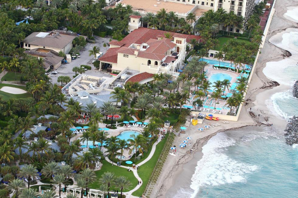 GIFTET SEG VED HAVET: Superparet giftet seg på luksushotellet The Breakers Palm Beach i Florida. Dagen før arrangerte de strand-fest for alle gjestene.  Foto: Splash News