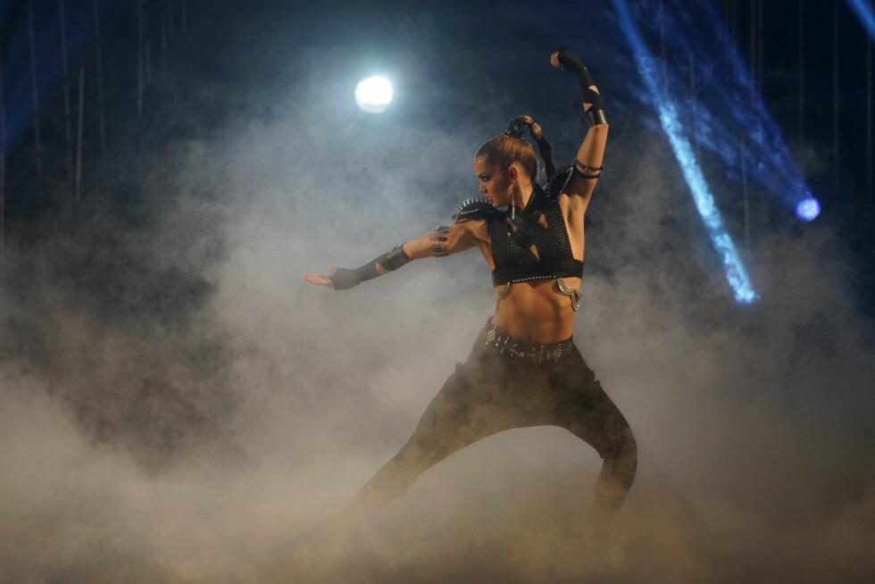 FULL POTT: Adeléns tredje og siste dansenummer fikk flere av dansedommerne til å ta til tårene. Den personlige showdansen bidro muligens til at hun trakk det lengste strået i finalen.  Foto: Per Ervland, Se og Hør