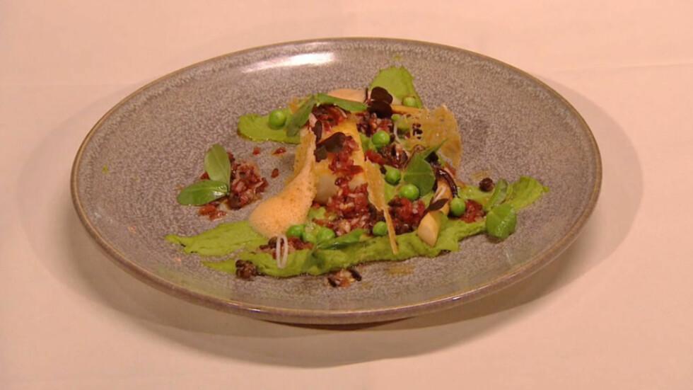 VINNERRETTEN: Sprøstekt og bakt klippfisk med ertepuré, tomatskum og parmesan-chips. Foto: TV3