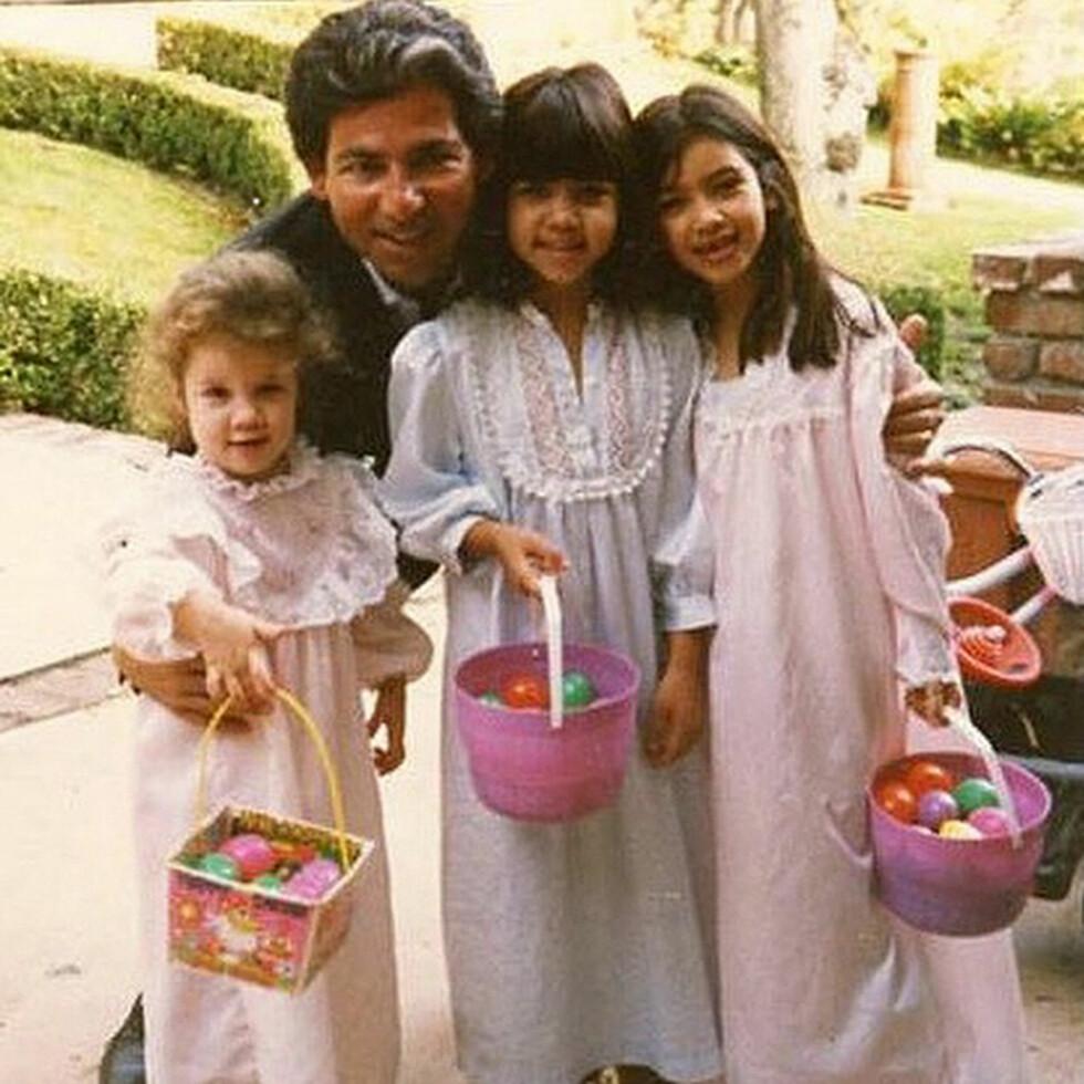 PAPPA-JENTE: Khloe (t.v) og søstrene Kourtney og Kim med faren Robert da de var barn. Foto: Xposure