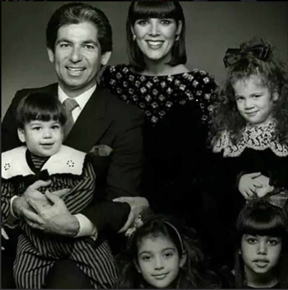 FAMILIEBILDE: Kris Jenner var gift med Robert Kardashian fra 1978 til 1991. Her er hele familien samlet. Fra venstre: Rob Jr, Kim, Kourtney og Khloe. Foto: Xposure