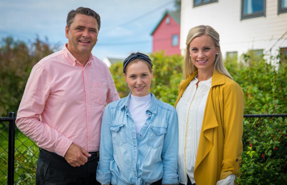 FÅR HJELP: Forbrukerøkonomene Magne Gundersen og Silje Sandmæl vil gjerne hjelpe Julia, som er svært motivert for å få økonomien på rett kjøl og sikre sønnens fremtid.  Foto: TV3