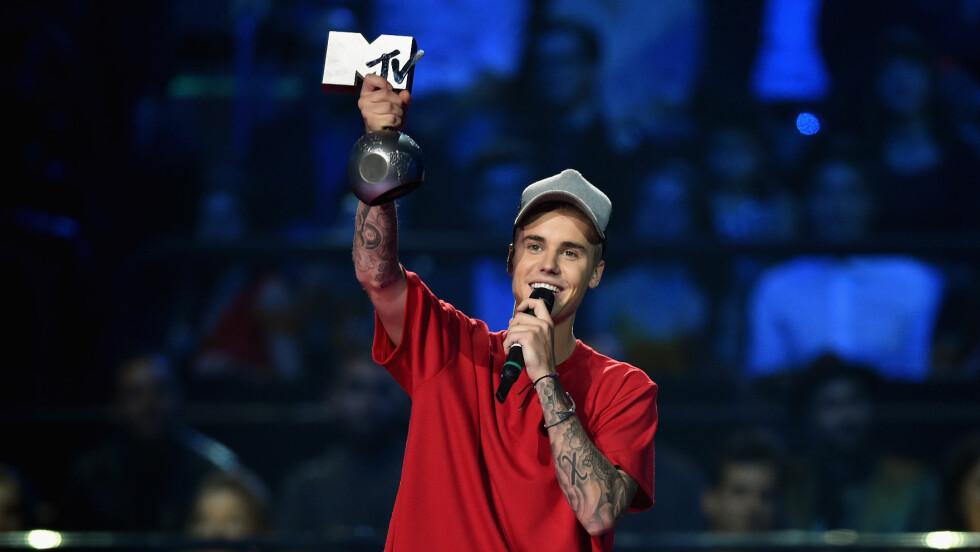 <strong>VINNER:</strong> Justin Bieber kunne smile fornøyd under kveldens MTV EMA. Han tok nemlig med seg fem priser hjem.  Foto: Getty Images for MTV