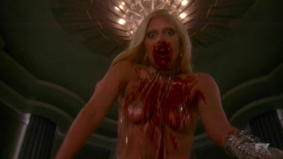 <strong>BLODTØRSTIG:</strong> En blodig Lady Gaga fra en scene i serien etter å ha drept et uskydig offer. Foto: NTB Scanpix