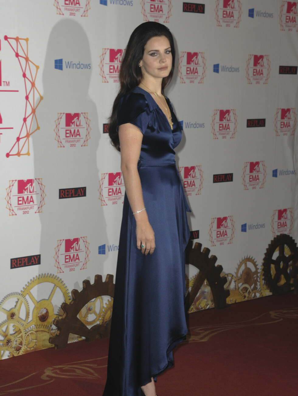 KONSERVATIV: Lana Del Rey slaktes for sin enkle satengkjole.  Foto: Fame Flynet