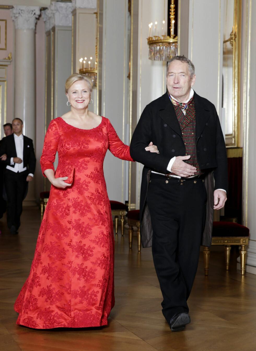 LADY IN RED: Kulturminister Thorhild Widvey (H) hadde på seg en knallrød kjole og matchende leppestift.  Foto: NTB scanpix