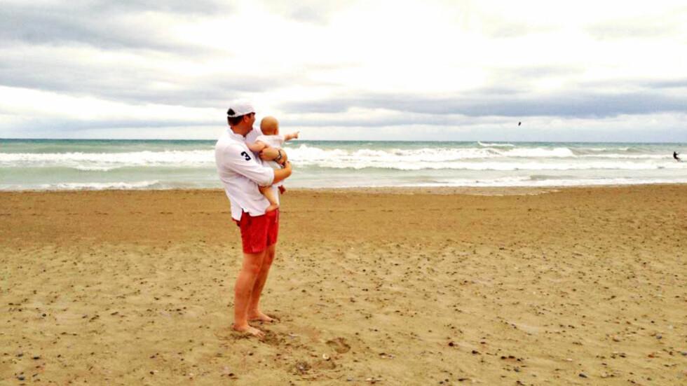 STRANDKOS: Erwin Johan Wedel med datteren Ella. Snart blir han pappa til en liten gutt.  Foto: Privat