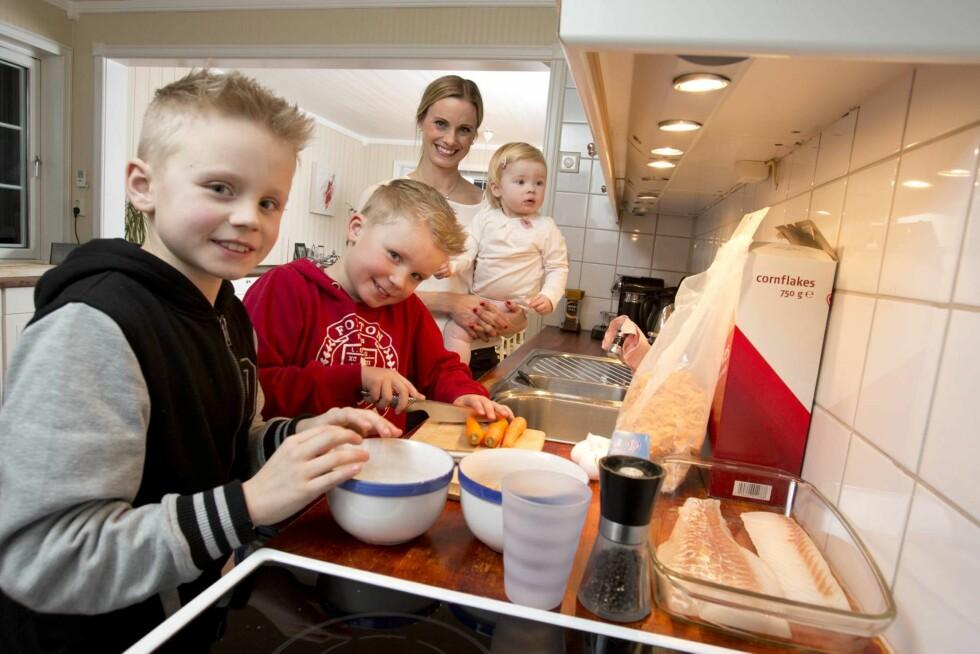 LAGER MAT: Sønnene til Silje lager mat til henne og mannen en gang i uken. Foto: Morten Eik, Se og Hør