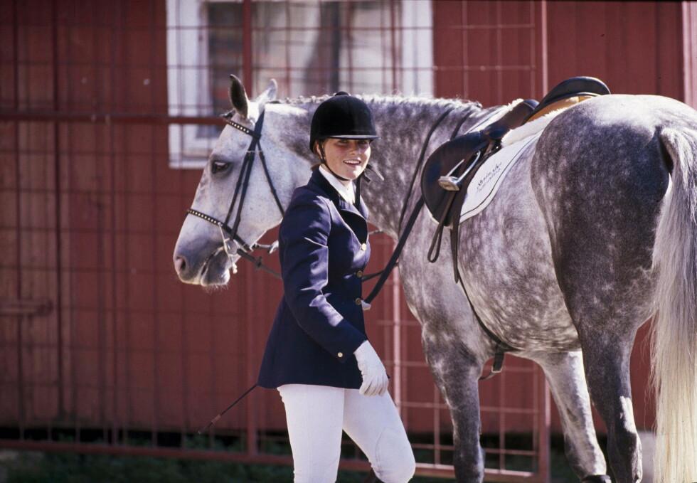 HEST ER BEST: Prinsesse Märtha er vokst opp på hesteryggen, og prinsessen tilbragte mye tid i stallen da hun var ung.    mai 1989    Fotoutstilling Foto: Se og Hør