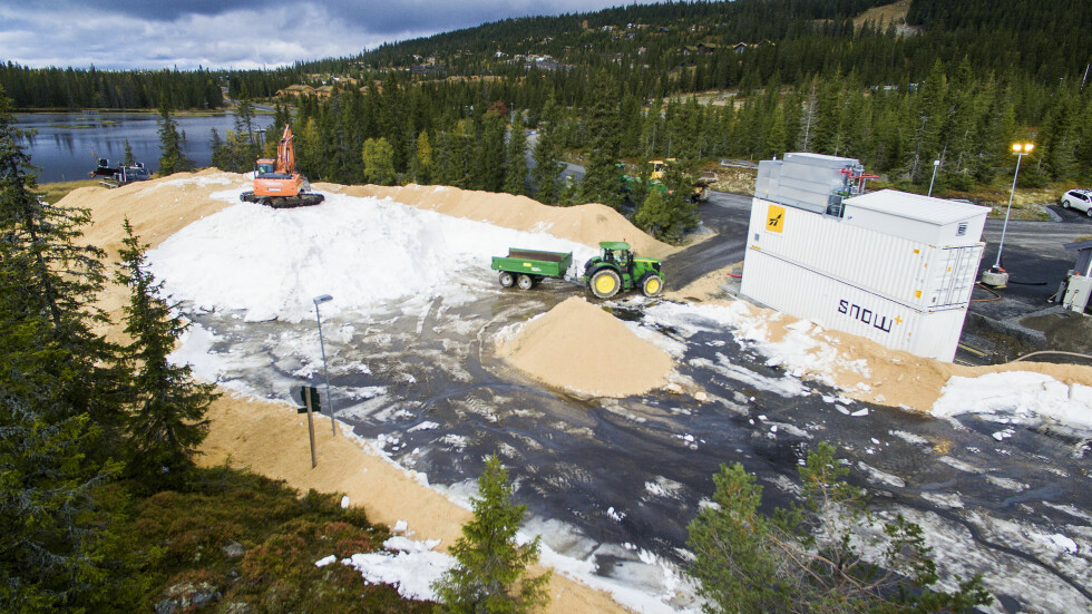 IDEELLE FORHOLD: Allerede i slutten av september åpnet de første meterne med skiløype på Sjusjøen. Skisesongen i området kan vare helt fra tidlig høst til midten av mai.   Foto: NTB scanpix