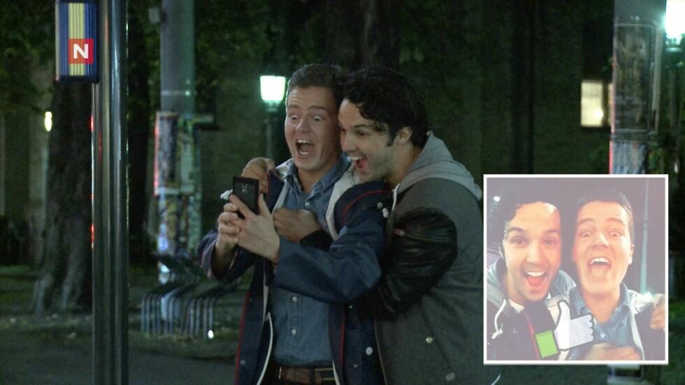 <strong>SUKSESS:</strong> Vegard Ylvisåker får napp hos en tilfeldig mann, som spør om han vil ta selfie med ham. Foto: TVNorge
