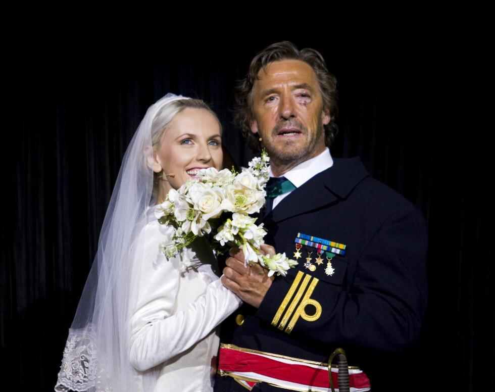 <strong>VÆRT «BRUD» FØR:</strong> Maria Arredondo og skuespiller Bjørn Skagestad under premieren på «Sound of Music» i 2008. Foto: Werner Juvik / Se og Hør