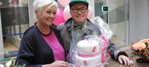 Overrasket Kreftforeningen med rosa kake