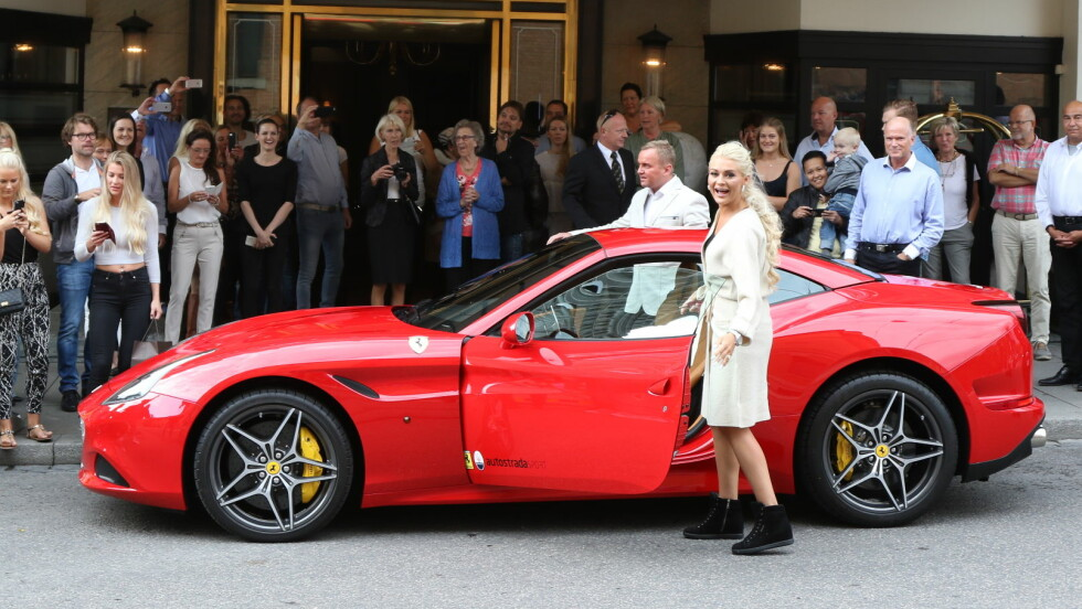 OVERLYKKELIG: Kristine fikk en Ferrari California cabriolet i morgengave av finanskjendisen Dag Høili, etter at de to giftet seg . En slik bil koster 3,4 millioner kroner på norske skilter! Foto: Arne-Petter Lorentzen, Se og Hør