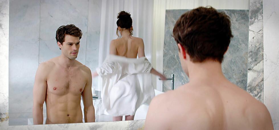 SEXSCENER: Dakota Johnson og Jamie Dornan spiller hovedrollene i den populære filmen.  Foto: NTB scanpix